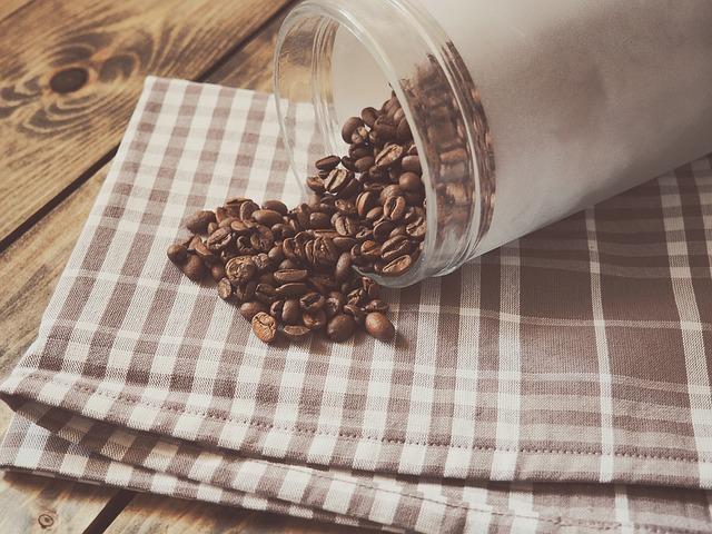 コーヒー豆と保存容器